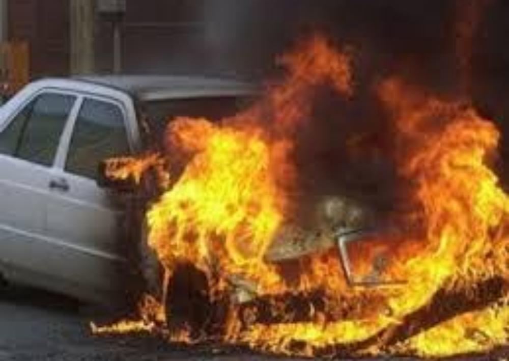 Նալբանդյան-Թումանյան փողոցների խաչմերուկում ավտոմեքենա է այրվել