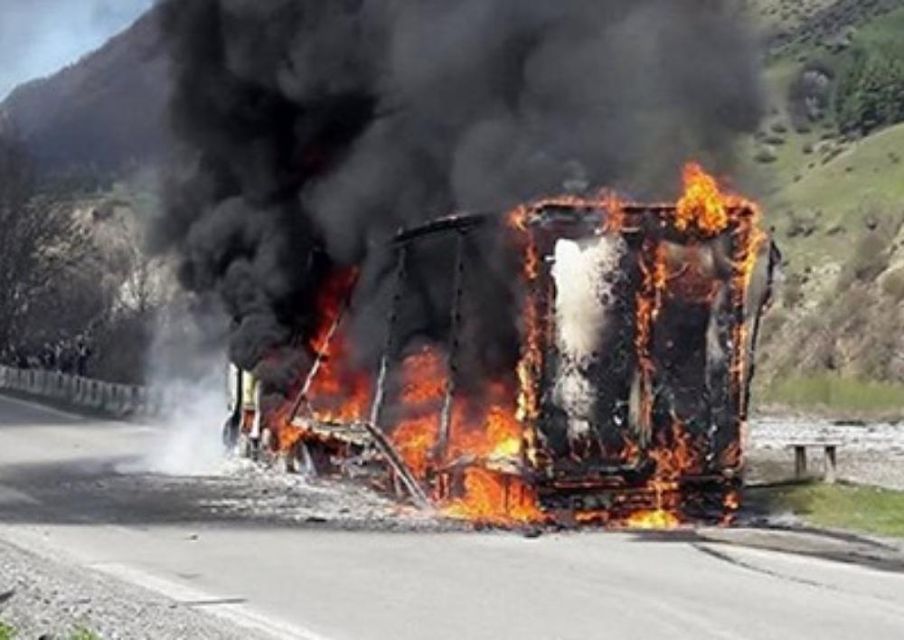 Իջևան-Նոյեմբերյան ավտոճանապարհին այրվում է բեռնատար ավտոմեքենա