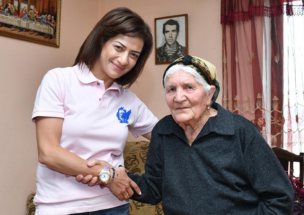 Աննա Հակոբյանն այցելել է Արցախի Սոնասար համայնք․ հանդիպել 94-ամյա Հայկանդուխտ տատիկին