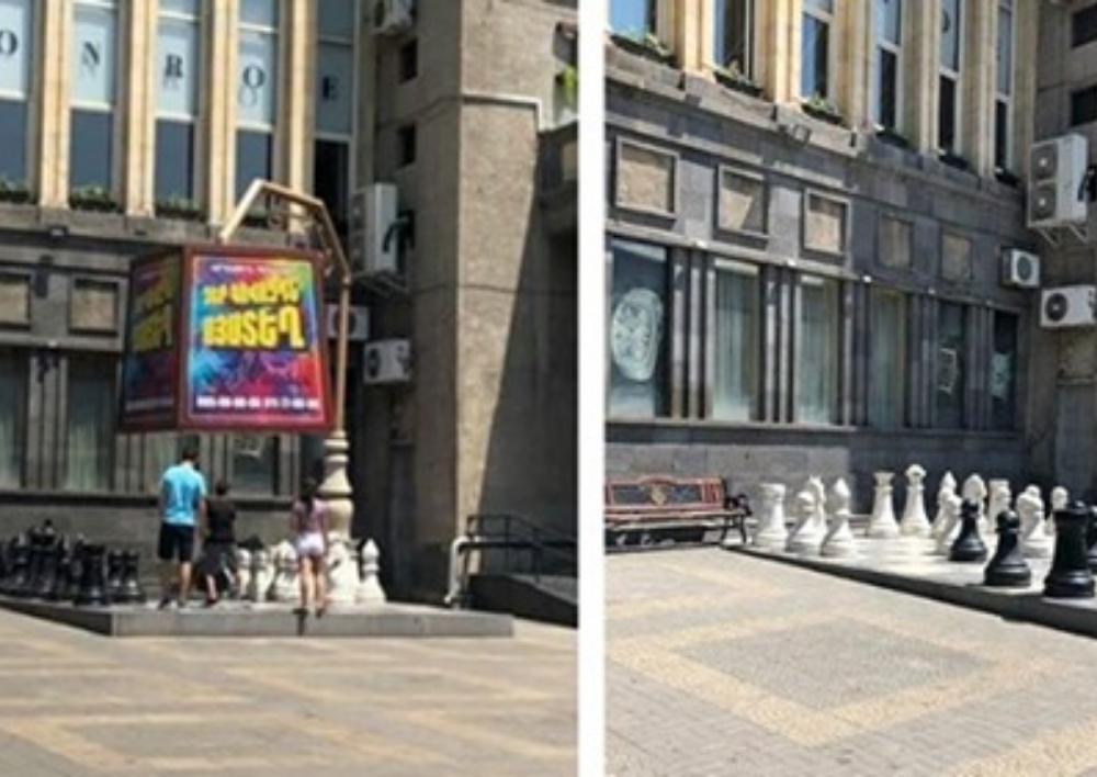 Ապամոնտաժվել է «Մոսկվա» կինոթատրոնի շենքի տեսքը այլանդակող գովազդային վահանակը. Քաղաքապետարան