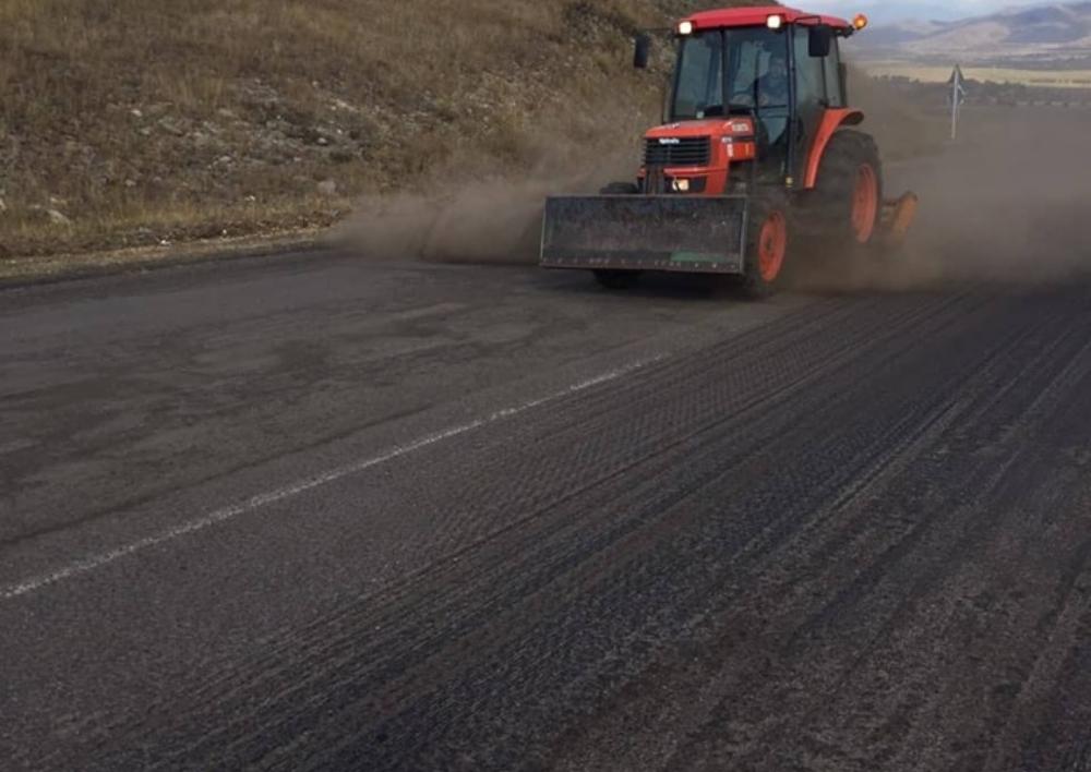Շարունակվում են  Սպիտակ-Գյումրի-հայ-թուրքական սահման 8կմ ավտոճանապարհի ասֆալտապատման աշխատանքները