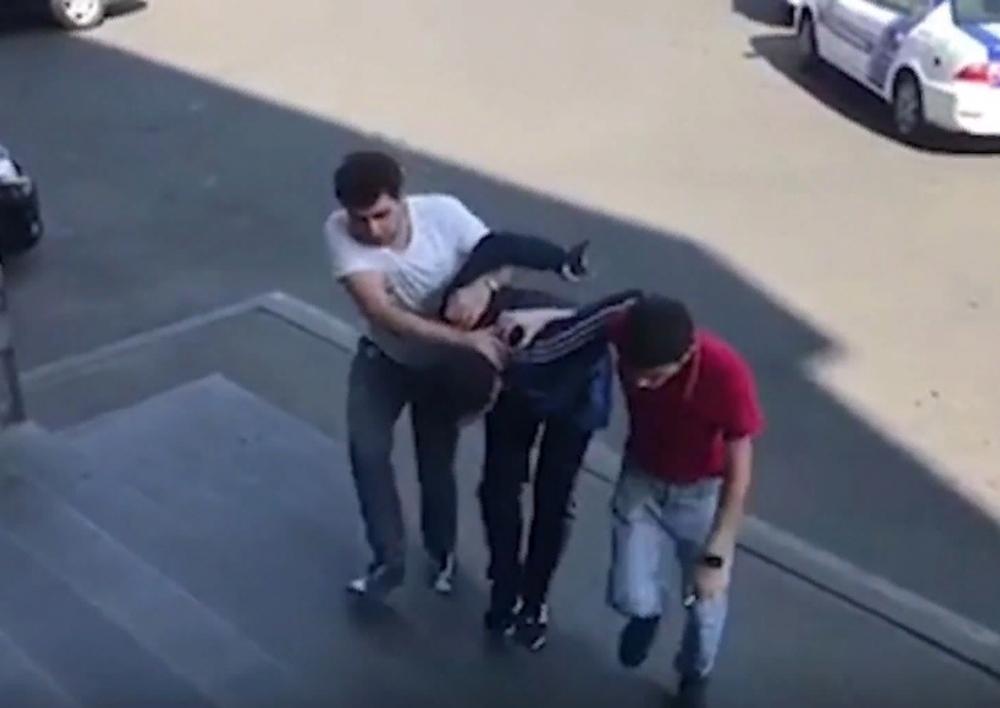 Ոստիկանները հայտնաբերեցին զբոսաշրջիկի բջջայինն ու դրամապանակը գողացած անձին․ Տեսանյութ