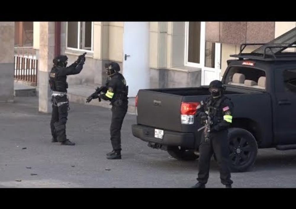 Վարժանք. ԱԱԾ-ականները կրակոցներով ներխուժեցին Գազպրոմի շենք, ահաբեկիչները չեզոքացված են. Տեսանյութ