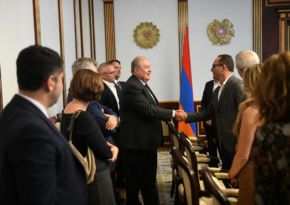 Հայաստանը 21-րդ դարում ավելի շատ հնարավորություններ է ունենալու. նախագահ Արմեն Սարգսյանը հանդիպել է Սթենֆորդի համալսարանի շրջանավարտների հետ