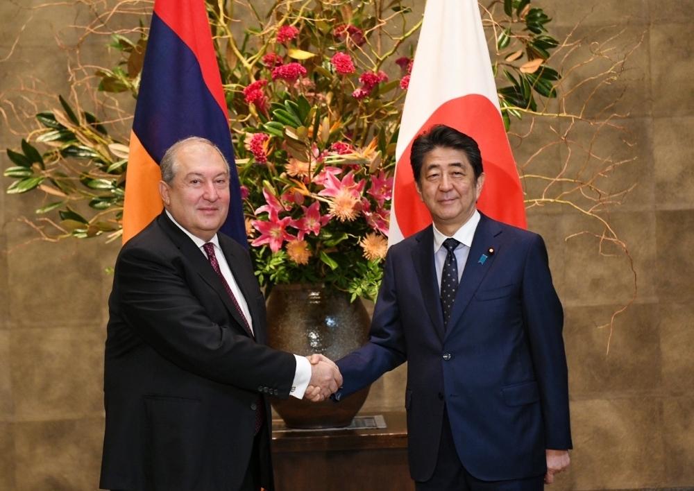 Հայաստանի նախագահ Արմեն Սարգսյանը հանդիպել է Ճապոնիայի վարչապետ Շինձո Աբեի հետ. Տեսանյութ