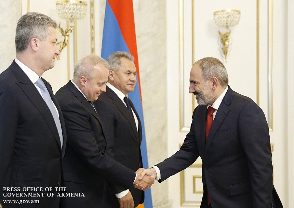 Վարչապետն ընդունել է Ռուսաստանի պաշտպանության նախարարին