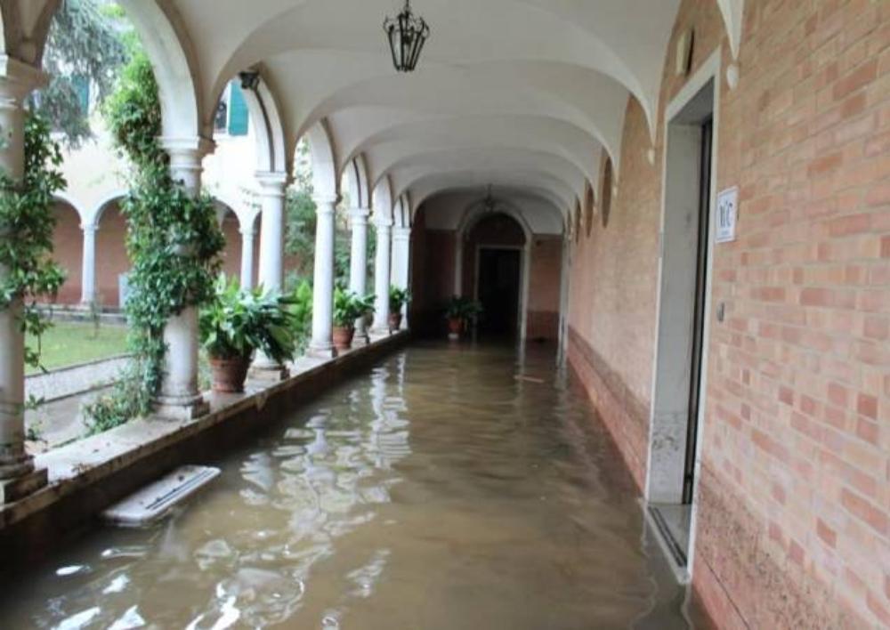 Սուրբ Ղազար կղզու Մխիթարյան միաբաններն իրականացրել են մայրավանքի՝ ջրով լցված տարածքների մաքրումը