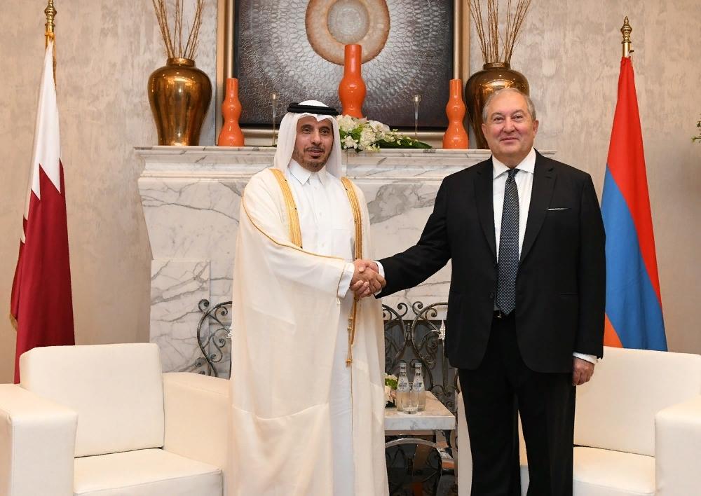 Հայաստանի և Կատարի միջև փոխգործակցության մեծ հնարավորություններ կան․ նախագահ Արմեն Սարգսյանը Դոհայում հանդիպել է Կատարի Պետության վարչապետի հետ