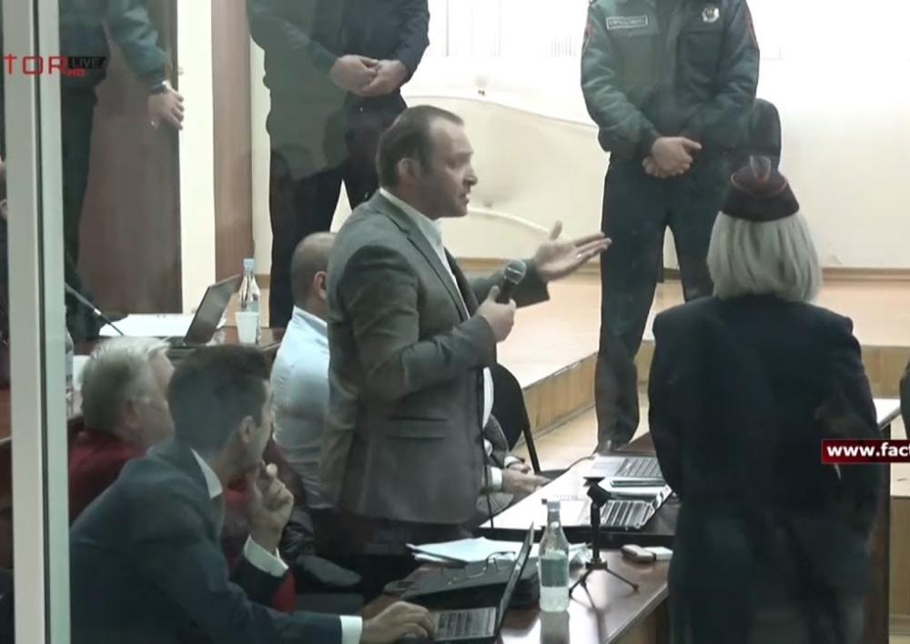 «Արա, դու ինձ մի ասա՝ ինչ անեմ»․ դատախազներն ու Խաչատուրովի պաշտպանը վիճում են դատարանում. Տեսանյութ