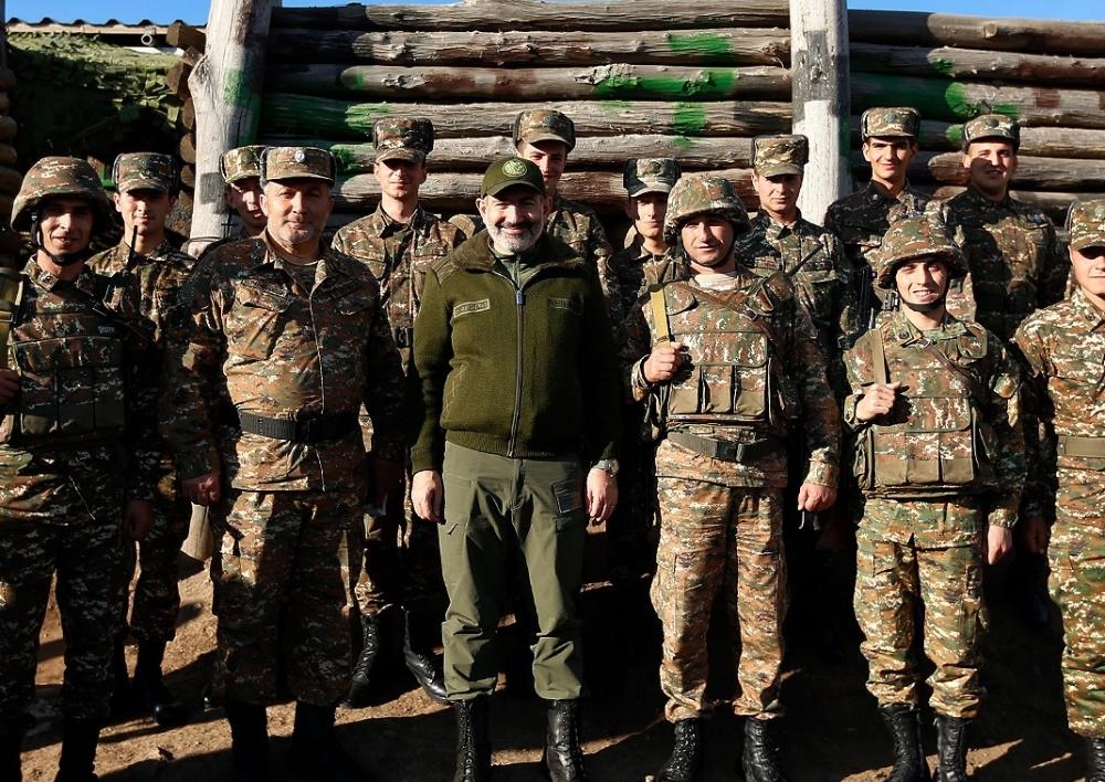 Նիկոլ Փաշինյանը  Բակո Սահակյանի հետ այցելել է սահմանապահ դիրքեր