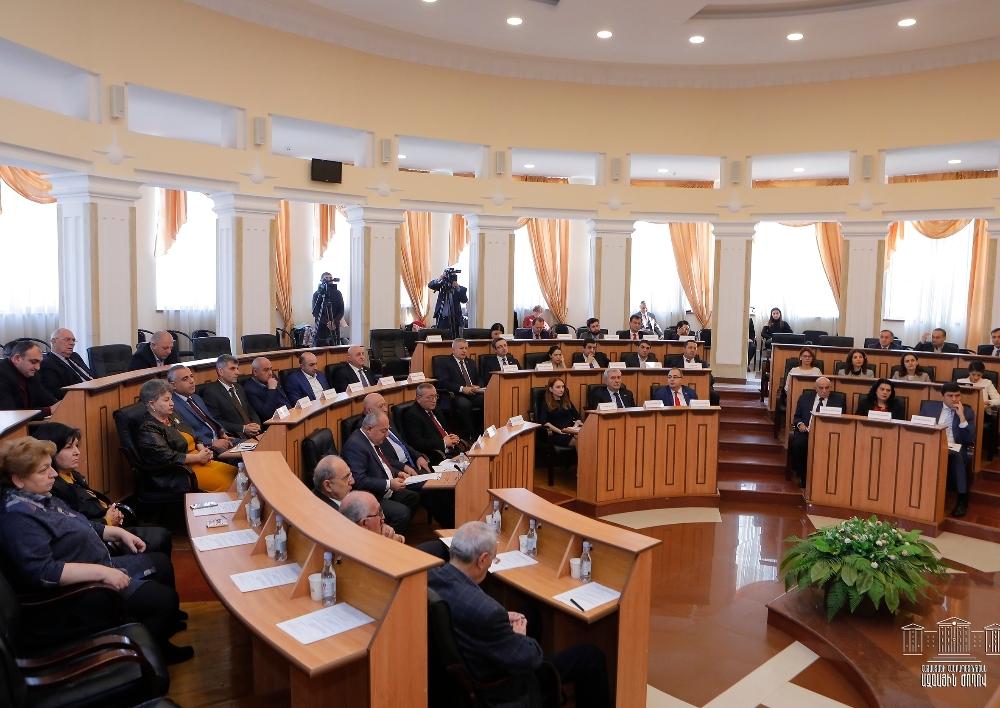 Ստեփանակերտում գումարվել է Հայաստանի եւ Արցախի խորհրդարանների միջեւ համագործակցության միջխորհրդարանական հանձնաժողովի նիստը
