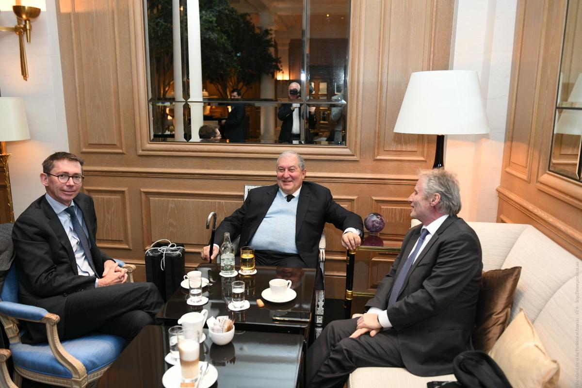 Արմեն Սարգսյանը Ցյուրիխում հանդիպել է ֆրանսիական Thales Group-ի ներկայացուցիչների հետ